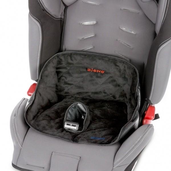 Diono Dry Seat in Benutzung: Kindersitzeinlage für Kinder, die gerade trocken werden