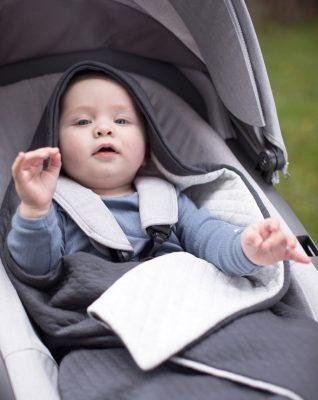 Voksi Baby Wrap im Kinderwagen