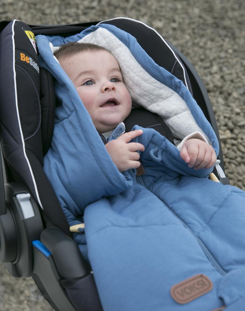 Fußsack von Voksi in der Babyschale