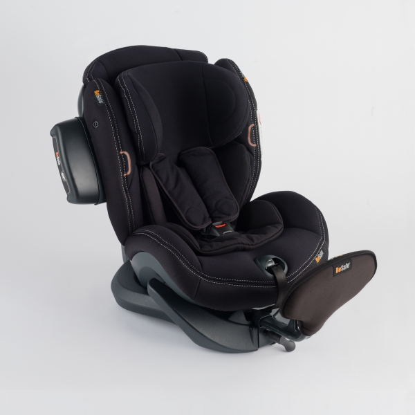 iZi Plus X1 Reboardkindersitz in hochwertigem Bezug in schwarz