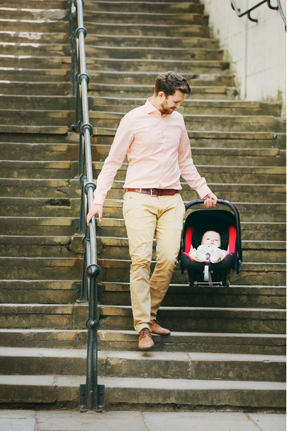 Babysafe Plus SHRII Britax Roemer Vater trägt