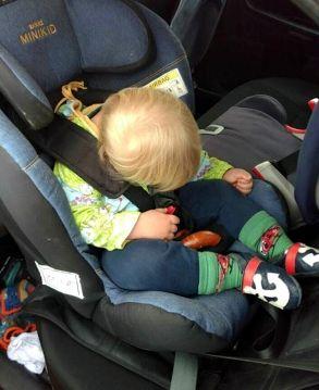 Kindersitz-nach-vornfallen-verhindern