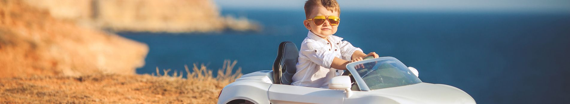 Ab wann darf ein Kind ohne Kindersitz im Auto fahren?