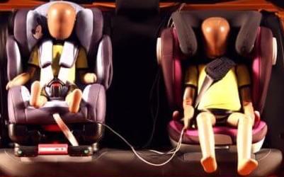 Moderne Q-Crash-Test-Dummies beim Kindersitz-Test
