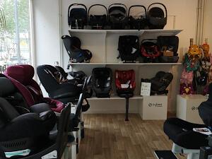 Innenansicht-Laden-Kindersitze