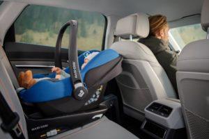 Pebble 360 Babyschale Sauerstoff im Auto